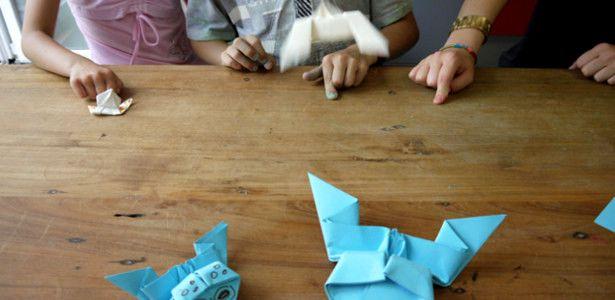 Heute zeigen wir euch wie ihr aus einem Blatt Papier einen springenden Frosch basteln könnt!