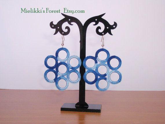Orecchini blu all'uncinetto: fatti a mano con di MielikkisForest