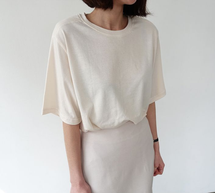 Minimal Chic Style - oversized t-shirt and pencil skirt in pale neutrals