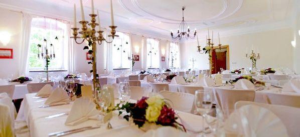 Schloss Blumenthal - Top 40 Weihnachtsfeier Location München #münchen #event #location #top #40 #feier #weihnachtsfeier #weihnachten #christmas #business #privat #party #firmen #event #christmas #soon #prepare #organise