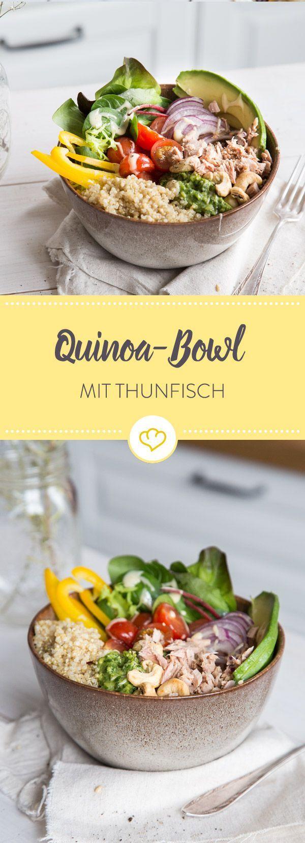 Lust auf Quinoa? Lust auf Thunfisch? Dann ist diese gesunde Schüssel genau das Richtige. Mit cremigem Pesto und Cashews wird sie zur echten Sattmacher-Bowl.