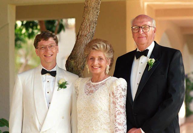 世界の成功者はひとりで成功できたわけではありません。彼らの成功を後押しした母親たちの名言を今回は紹介していきます! 世界一の大富豪「ビル・ゲイツ」 出典:http://www.daidake.com マイクロソフトの創業者、ビル・ゲイツ。世界一のお金持ちとしても有名ですよね。 出典:http://www.wsj.com そんな偉大な息子を育て上げたのが、画像中央のメアリー・ゲイツさん。 お母様もとても知的で素敵ですね。しかし、ビル・ゲイツと母メアリーさんはいつも言い合いをしていたそうです。 「息子は非常に反抗的。(いつも口論は)息子と母メアリーとの間に起こっていた」 出典:http://media.yucasee.jp 私の母は「他の人のためにもっと何かをしなさい」と私を後押しすることを、やめたことはありませんでした 出典:http://logmi.jp/ 『多くの物を与えられている人には、多くのことが期待される。』 出典:http://fuji.sppd.ne.jp…