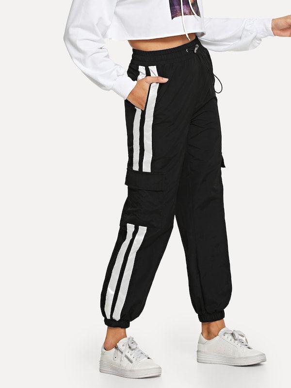 Pantalones con tobillos elásticos y bandas laterales ...