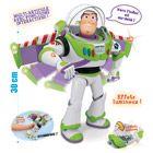 Toy Story : Buzz l'éclair multi-fonctions New Ray : Personnage de 30 cm aux nombreuses fonctions de jeu !  65 phrases en français et effets sonores et lumineux.  Fonction interactive : il répond selon l...King Jouet, retrouvez tout l'univers, Héros & univers - Jeux d'imitation & Mondes imaginaires