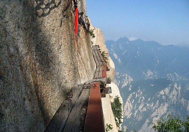 Soffri di vertigini? 10 luoghi dove non andare Ponti sospesi e sentieri di…