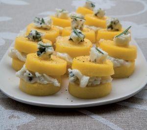 Crostini di polenta al gorgozola