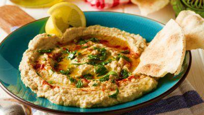 Învaţă să prepari o lipie orientală, numai bună pentru reţetele cu iz exotic, cum ar fi mâncarea libaneză sau indiană.