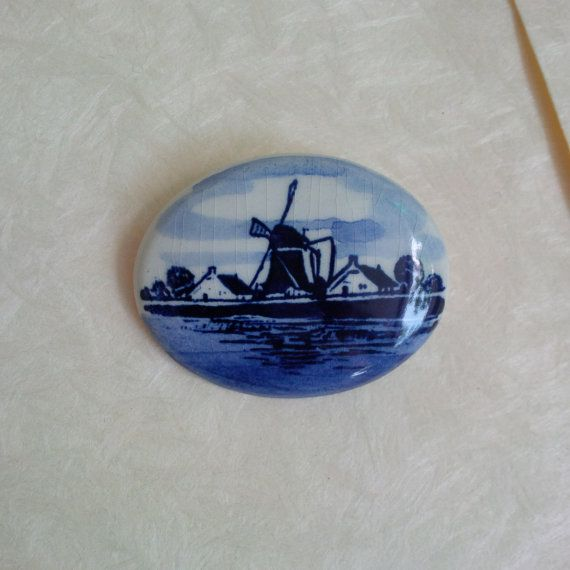 Vintage Holland porcleain brooch  Dutch delft blue style