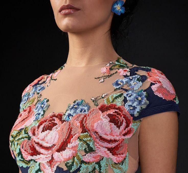 """Вечернее платье с вышитыми розами """"Лидия"""" 6800.00 грн. Артикул: e2166 Элегантное вечернее платье глубокого синего цвета поможет вам создать элегантный и неповторимый образ. Авторская вышивка крестом несет нотку неповторимого национального колорита."""