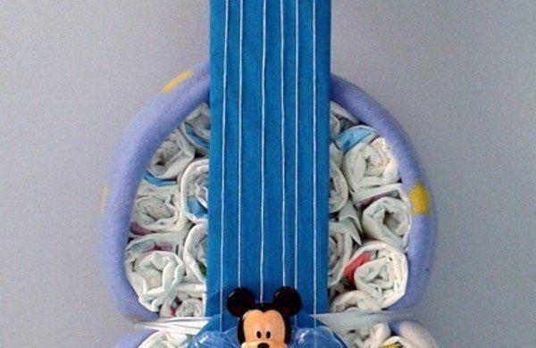 windeltorte basteln anleitung babygeschenke geburt gitarre