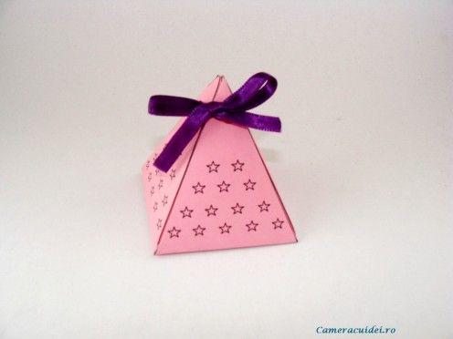 DIY Pyramid Box! Aren't they cute ? ? ? Great tutorial! #DIY #Tutorial #box
