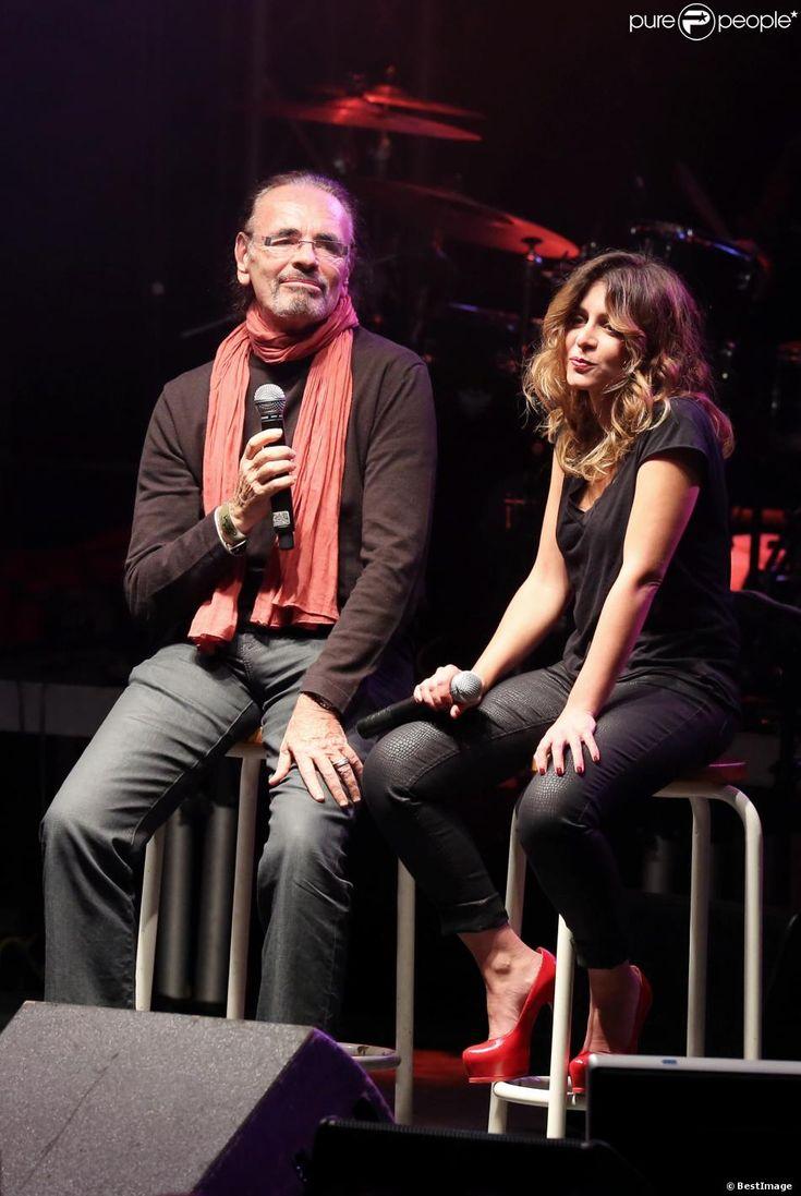 """Nicolas Peyrac et Julie Zenattià Lyon, le 12 0ctobre 2013, lors de la 7ème édition de """"Foot-Concert"""" au Palais des sports."""