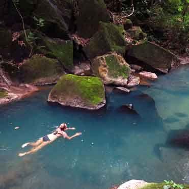 Río Perdido, Costa Rica es un lugar para parejas que tiene aguas termales en medio del bosque.