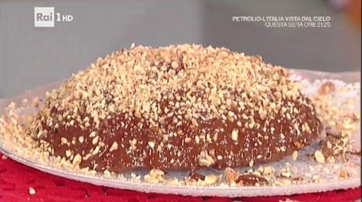 """La ricetta del tartufone con cioccolata e rum di Anna Moroni del 28 dicembre 2016, a """"La prova del cuoco"""". Un dolce da leccarsi i baffi..."""