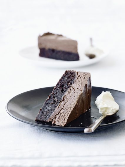 'Opskriften på denne skønne chokolademoussekage har jeg oprindelig lavet til mine sider i Bo Bedre, og da jeg havde gæster forleden, lavede jeg den igen. Jeg må indrømme, at det er en af de bedste dessertkager...Læs mere