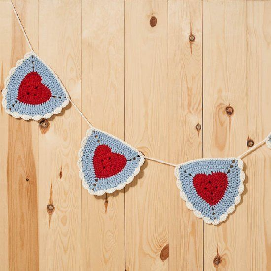 Free pattern to make a crochet Granny Heart Triangle Bunting.