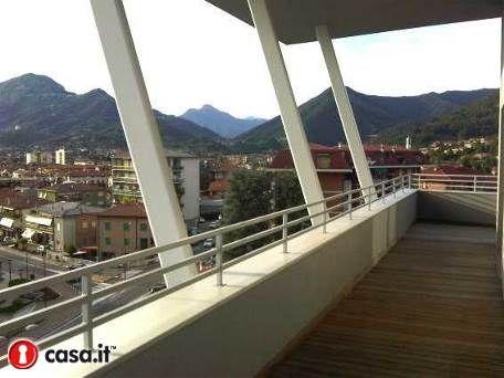 ALME' Prestigioso e moderno attico inserito in nuova e contemporanea realizzazione progettata da architetti di fama e situata a pochi minuti da Bergamo citta'.