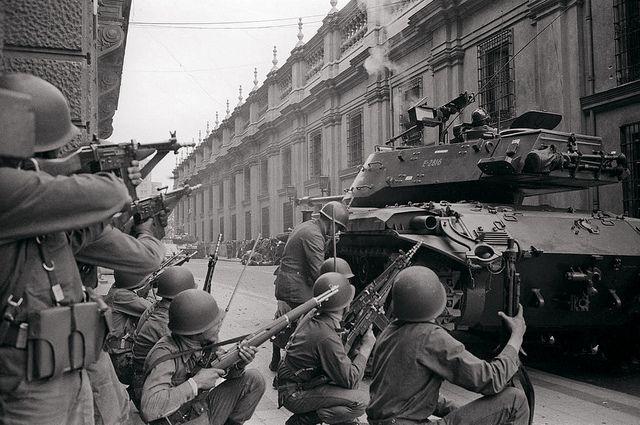 11 de septiembre de 1973: Las fuerzas armadas chilenas -con apoyo logístico de…