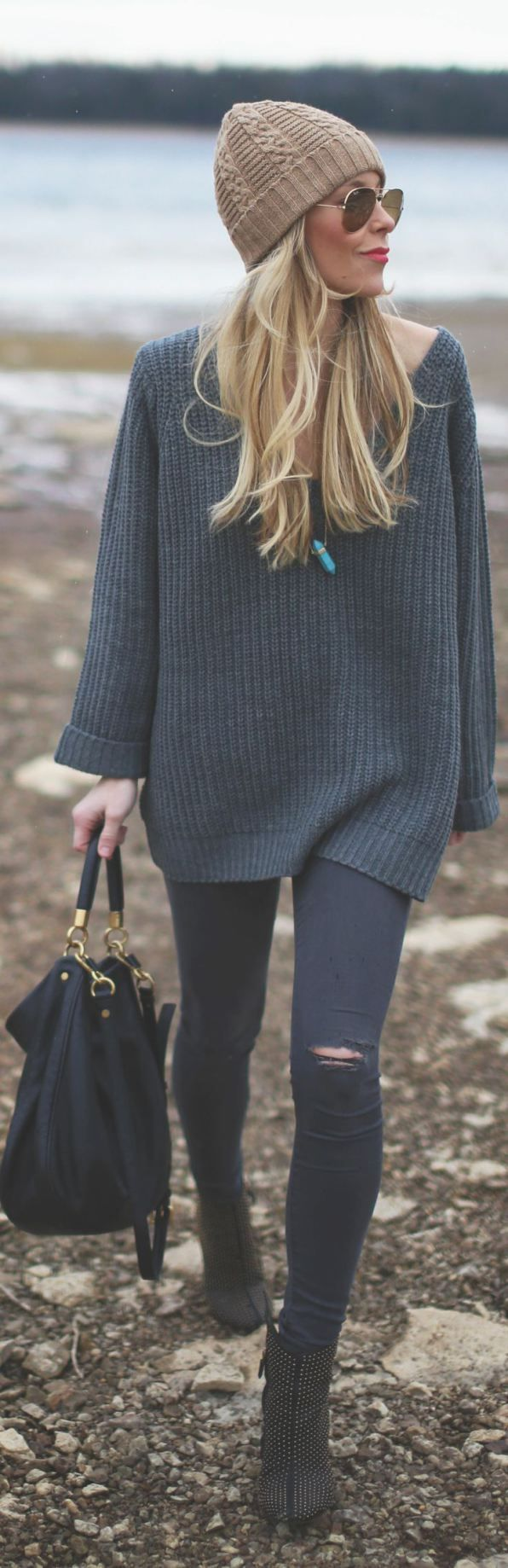beanie + over-sized sweater + ripped jeans + oversized black bag + aviators = perfection: