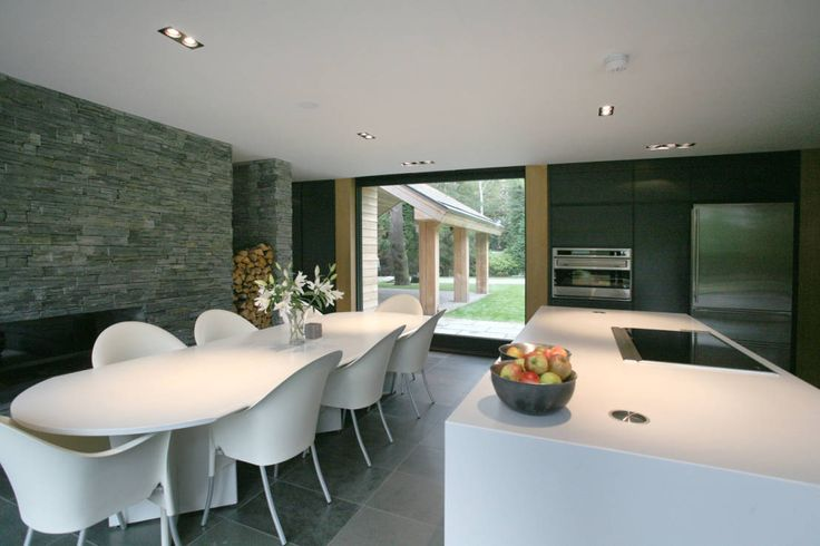 Cedarwood : Modern kitchen by Nicolas Tye Architects