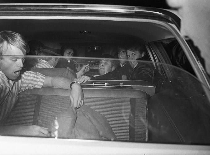 The Beach Boys Loaded Into A Station Wagon After A Concert At Freedom Hall In Louisville Kentucky On December 28 The Beach Boys Classic Blues Best Vibrators