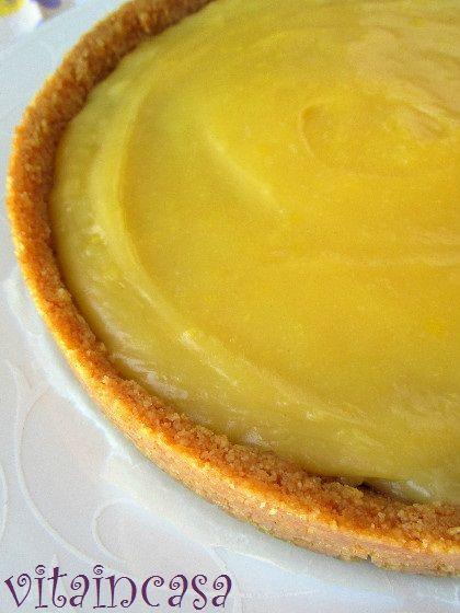 La tarte con crema all'ananas e marmellata di mirtilli è smart perché è un dolce fresco alla frutta che si prepara senza frutta fresca!