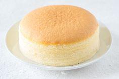 Ricetta torta giapponese - una torta sofficissima e semplice, che si prepara con 3 soli ingredienti che tutti abbiamo in casa. La ricetta torta giapponese