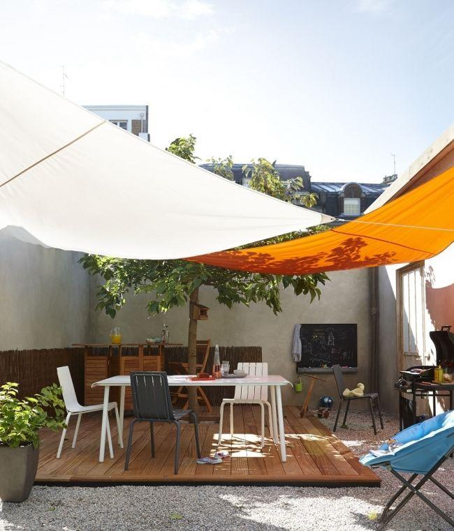 une cour l 39 abri du soleil gr ce aux voiles d 39 ombrage terrasse balcon terrace and. Black Bedroom Furniture Sets. Home Design Ideas