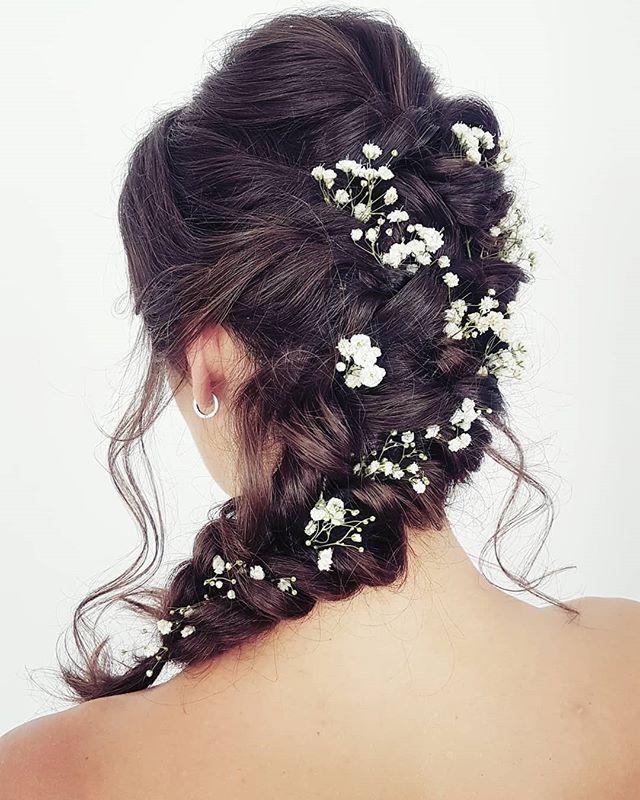 Dzien Dobry Jakie Sa Wasze Ulubione Kwiaty Do Wpinania We Wlosy Ja Zdecydowanie Uwielbiam Gipsowke Na Zdjeciu Fryzura Sl Bride Hairstyles Hair Styles Hair