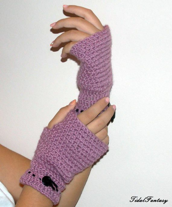 Fingerless gloves - winter gloves - light purple gloves - mittens - arm warmers - gloves for women - pink gloves - gloves with button