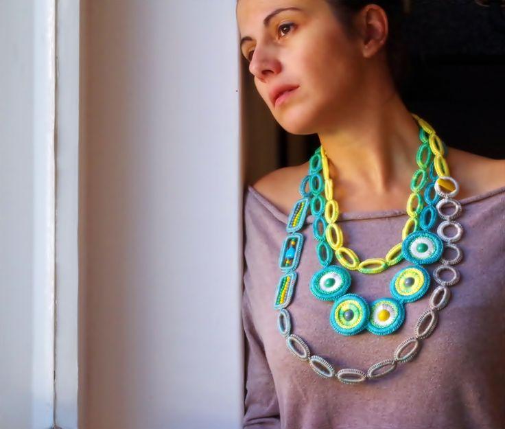 horgolt nyaklánc kék, zöld, sárga és szürke színekben / crochet necklace in blue, green, yellow and gray colors #horgolt #nyaklánc #crochet #necklace