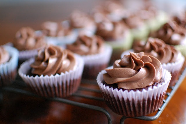 Triple Nutella Chocolate Cupcakes: Wine, Nutella Chocolates, Triple Nutella, Chocolate Cupcakes, Chocolates Cupcakes, Chocolates Nutella, Cupcakes Recipes, Nutella Cupcakes, Cooking Au