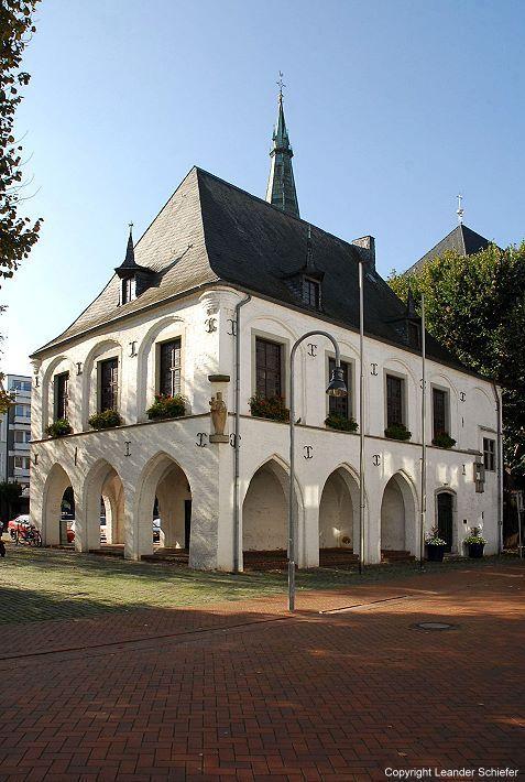 Best Als Kleinod der Backsteingotik am Niederrhein wird das Alte Rathaus zu Erkelenz bezeich net Das Marienstift zu Aachen das jahrhundertelang Eigent mer