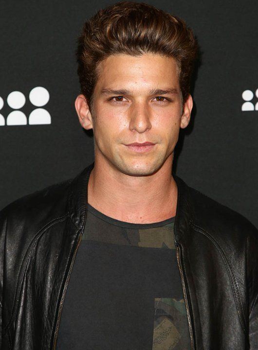 Daren Kagasoff photos, including production stills, premiere photos and other event photos, publicity photos, behind-the-scenes, and more.