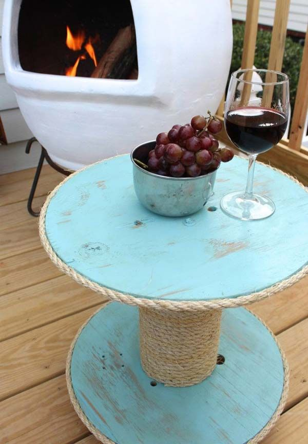 DIY Nautical Spool Side Table: 27 Awesome Beach-Style Outdoor Living Ideas for Your Porch and Yard