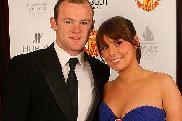 Top 16 Hottest Wives and Girlfriends of Football Players -