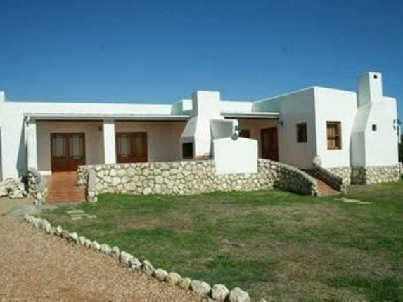 Vinkel - Vinkel is a lovely self-catering house situated in Jacobs Bay, only a short drive to the beach and various shops.  The house consists of one bedroom, a full en-suite bathroom, an open-plan living area ... #weekendgetaways #jacobsbay #southafrica