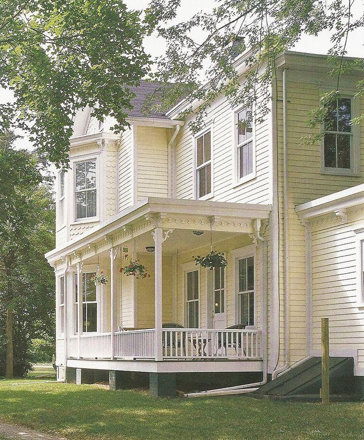 Met hun erkers, torentjes en overall asymmetrie braken de Victoriaanse boerenhuizen uit het traditionele Colonial hokje. Het bijzondere ...