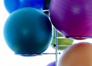 Ein Gymnastikball ist eine tolle Alternative zu einem Schreibtischstuhl und ein super Workout-Gerät. Unser Test hat den besten Gymnastikball für dein Zuhause.