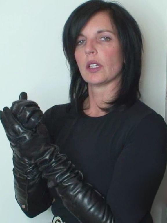 Klixen getting gloves ready