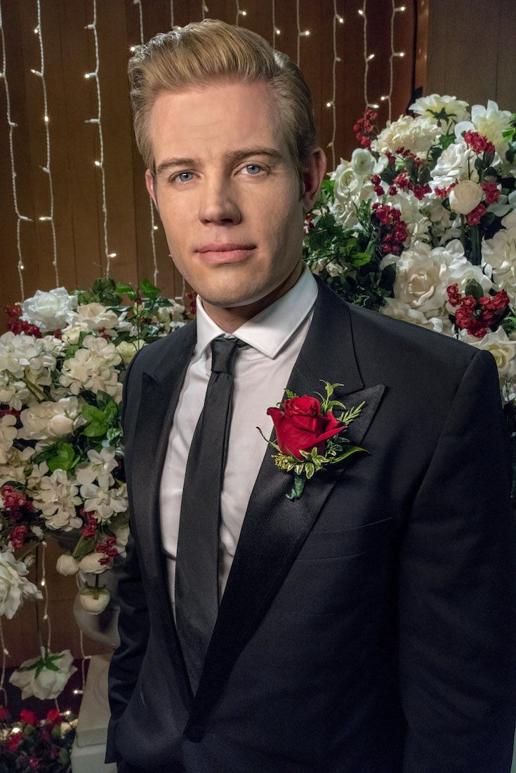 Marry Me at Christmas Johnny Blake (Trevor Donovan) is