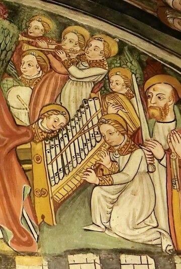MADONNA  del BRICHETTO en Morozzo. La coronación de María es un paraíso   lleno de músicos y cantores, ante la presencia de San Pedro y San Pablo, Santa Cecilia y los dos Juanes, Bautista y Evangelista.