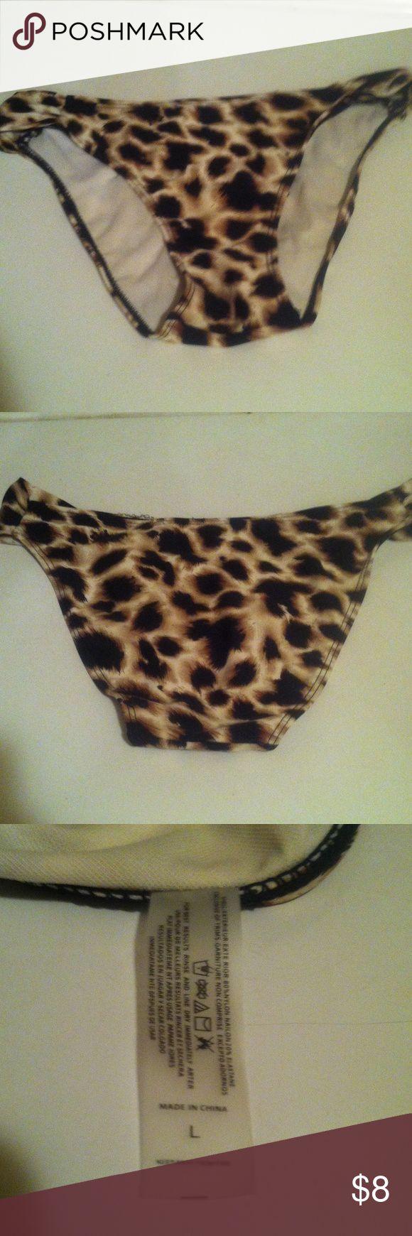 Girls Animal print bikini bottoms Girls Leopard print bikini bottoms. Size L, in juniors Swim