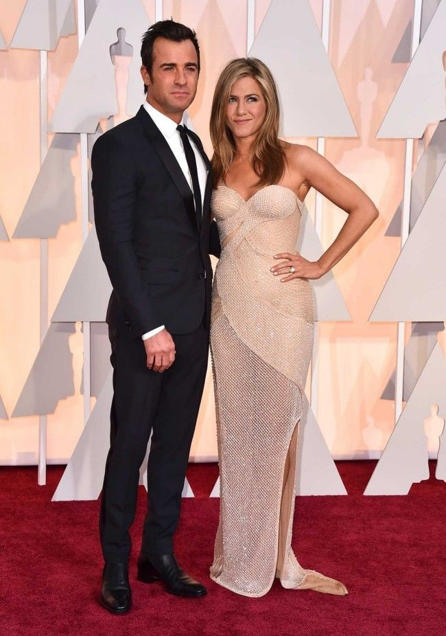 87th Academy Awards: Oscars 2015 red carpet : Justin Theroux and Jennifer Aniston in Versace and Fred Leighton jewellery