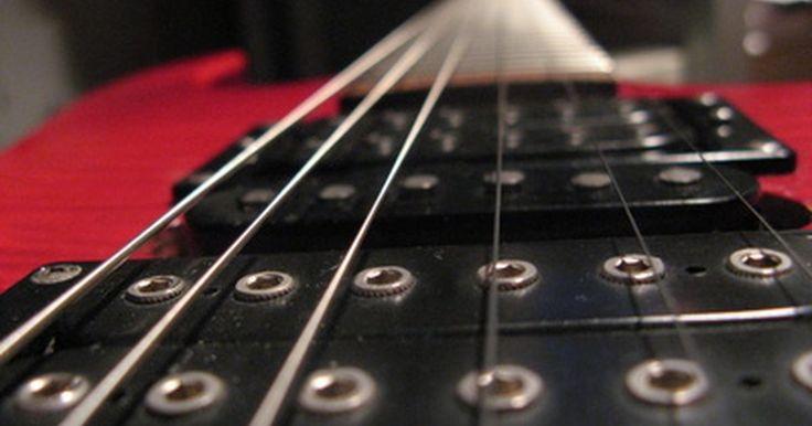 Cómo construir un amplificador de guitarra. Un amplificador de guitarra es una herramienta esencial para los músicos. Sin embargo, los amplificadores pueden ser muy costosos, así que construirlo tú mismo es una manera de no sólo ahorrar dinero, sino también de armar tu conocimiento general de la música. Crear el amplificador requiere de varias herramientas y algunas piezas usadas. Si bien ...