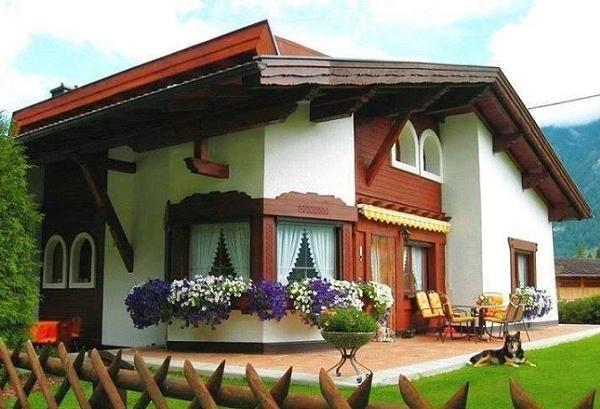Case din zidarie cu finisaje exterioare din lemn - proiecte si imagini