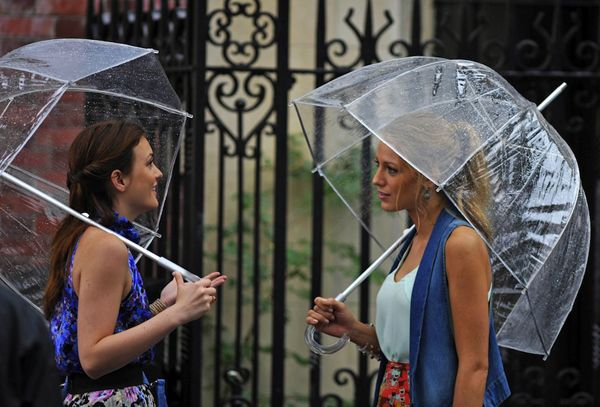 Comprar el paraguas transparente de Serena y Blair