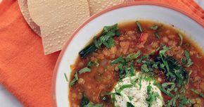Kryddig och god soppa som görs på röda linser, garam masala, tomat och spenat. Lika god i matlådan dagen efter!