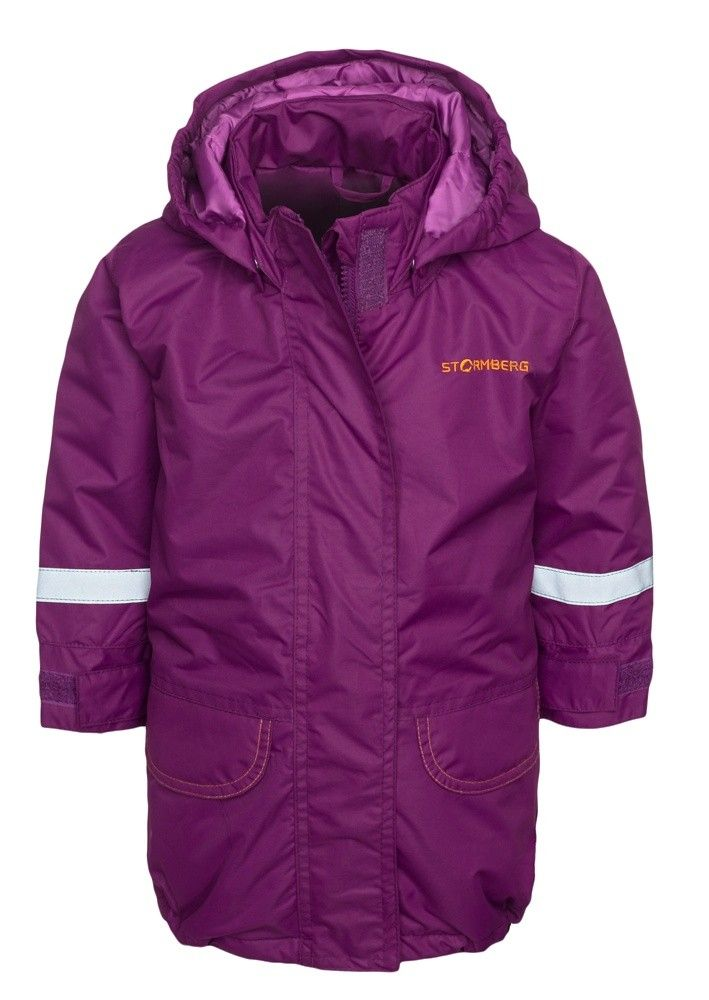 Lilleklang padded parka for girls is a warm, fluffy jacket suitable for chilly autumn and winter days.