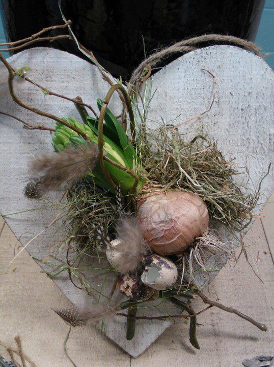 A lovely idea- just spring in a heart! #springheart http://www.GoodOldDaysFlorist.com  the Ecoflorist
